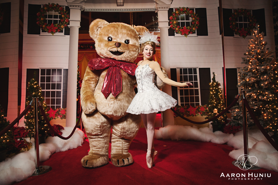Holiday_Wonderland_Petco_Park_2015_Royal_Entertainers_01